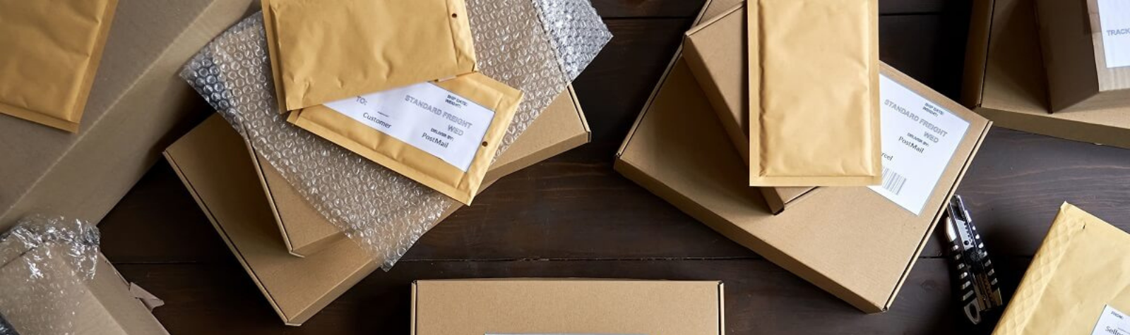 În cât timp ajunge un colet prin curier – care sunt etapele prin care un pachet trece pentru a ajunge la destinatar?
